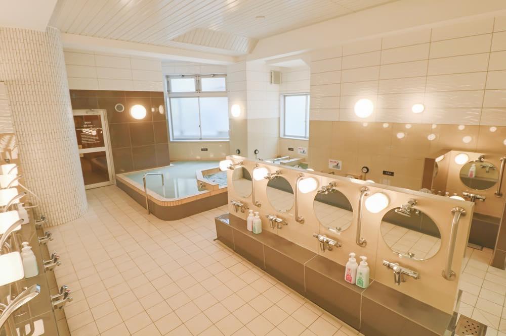 妙法湯 浴室洗い場(東京銭湯マップより)